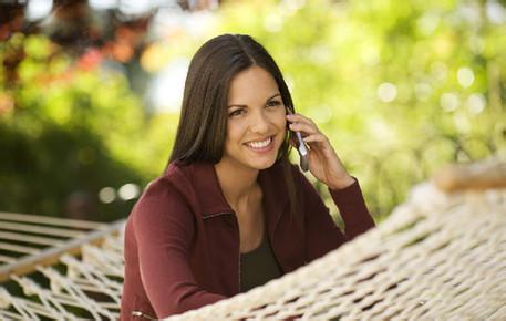 法媒:常玩手机增加患脑癌风险