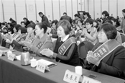 南阳市各界巾帼精英济济一堂...