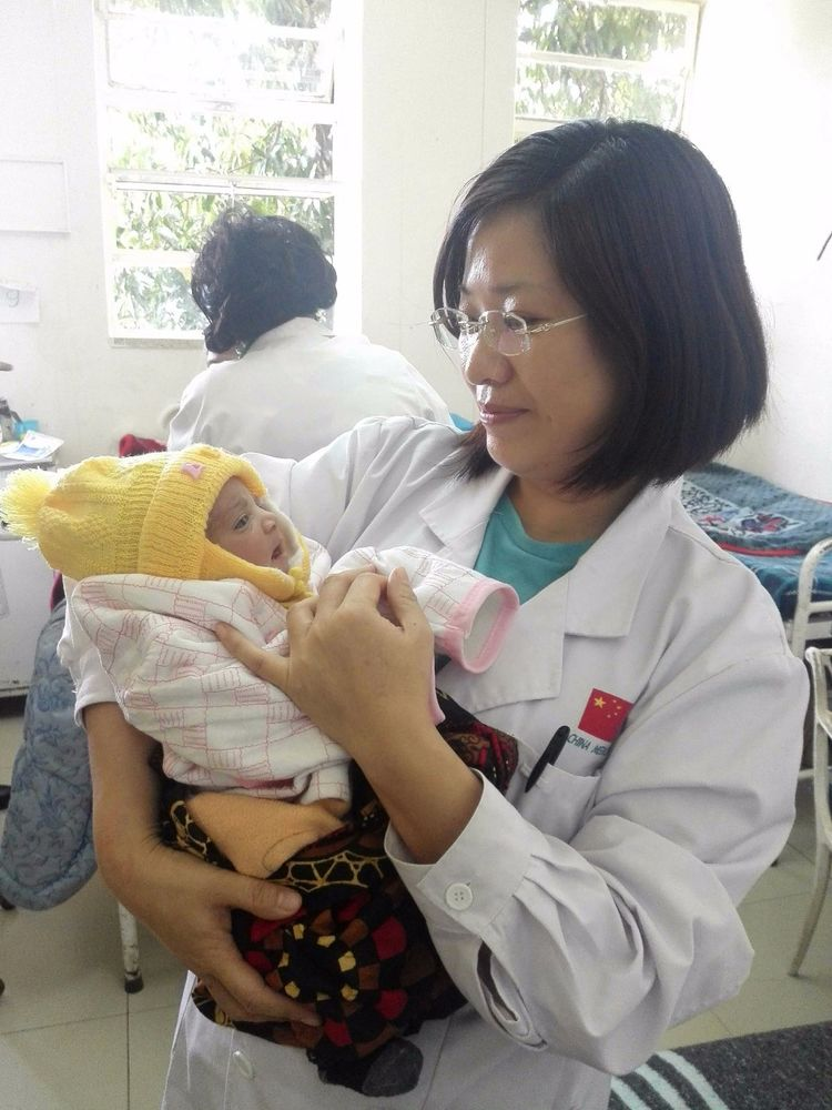 中国援赞第19批医疗队医生安向荣 结合中西医 造福赞比亚