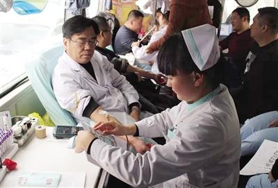 南阳市血库告急 医院职工职工踊跃报名参与献血