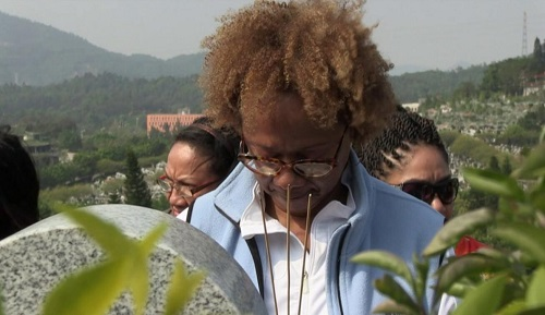 美媒:加勒比华裔黑人在中国寻根:家谱上有了一位非裔女性