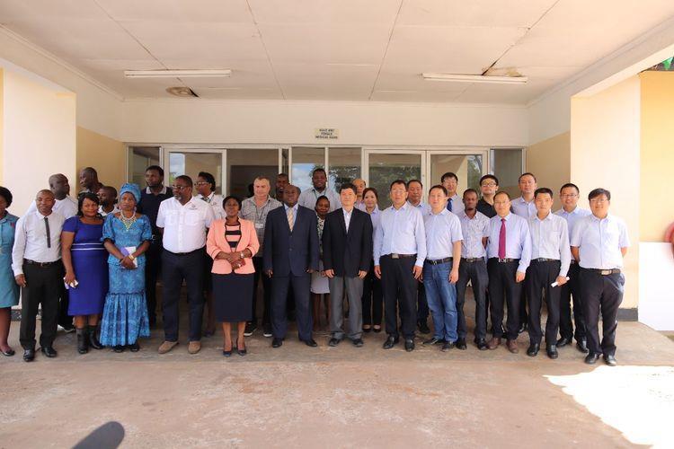 捐药械献爱心讲奉献―中国援赞比亚第19批医疗队春节前活动