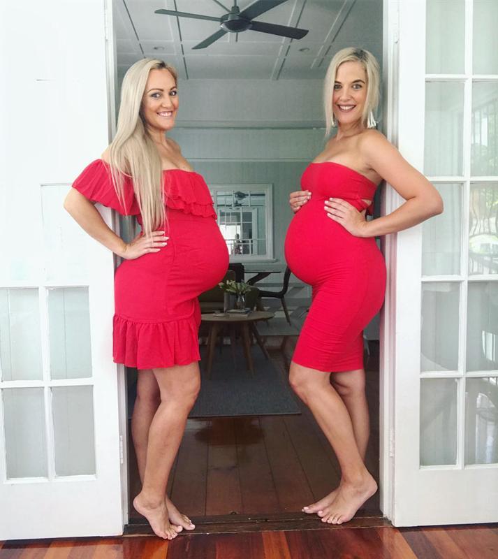 澳俩姐妹同时怀四胎 挺孕肚拍照别样浪漫