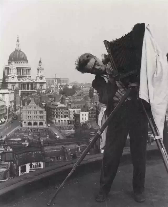 作为美国伟大的摄影家,韦斯顿的一生都在奔波与贫困中度过