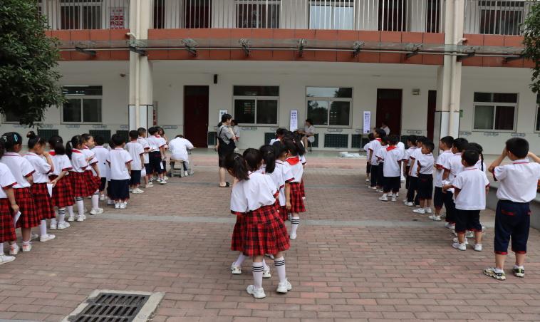 南阳市姜营小学:爱眼日里献爱心  共筑光明未来