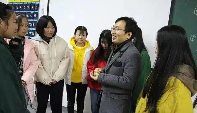 13岁收养弃婴、29岁拿下985硕士…那个感动中国的男孩,如今怎么样了?